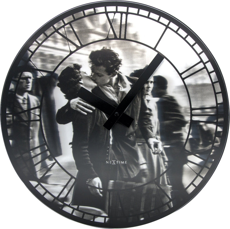 Front Picture 3213,Kiss Me In Paris,Wall clock,Silent,Lenticular,Black