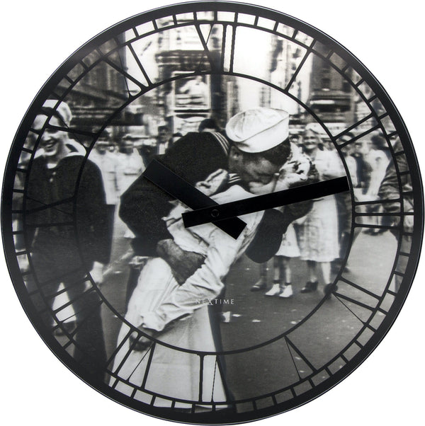 Front Picture 3214,Kiss Me In New York,Wall clock,Silent,Lenticular,Black