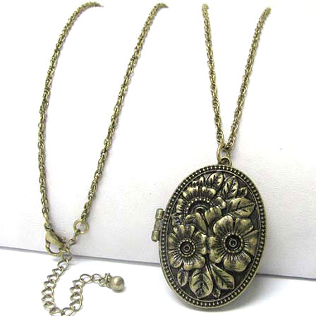 "Vintage Oval Rose Scent Aroma Locket Pendant with 30"" Antiqued Brass Necklace - Silver Insanity"