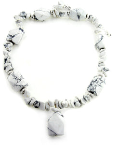 "Boho Hippie White Howlite Chunky Beaded Stone Adjustable 18"" Necklace - Silver Insanity"