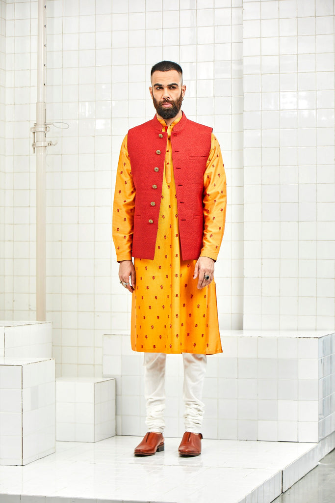Didhu quilted waistcoat with tonal jaal design