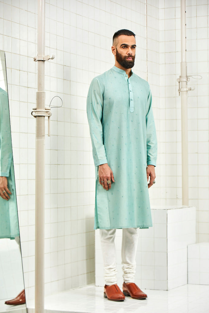 Bhomya pintuck kurta with embroidery