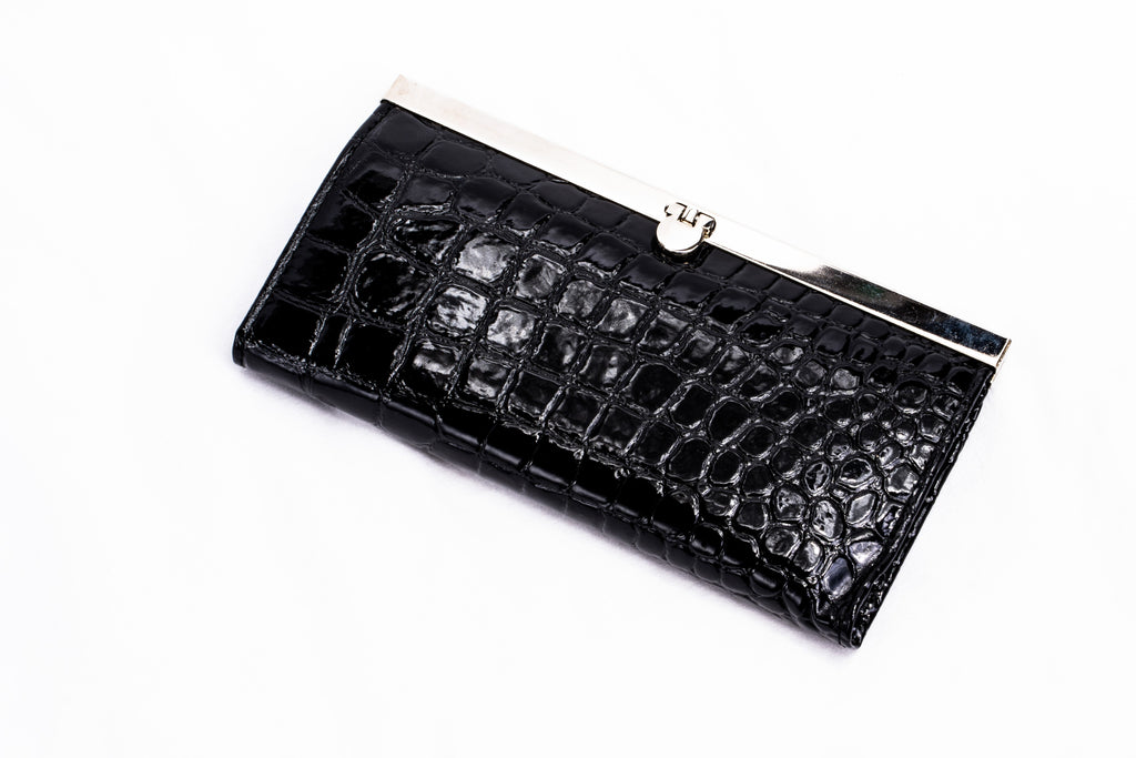 Kim Black Clam Shell Wallet