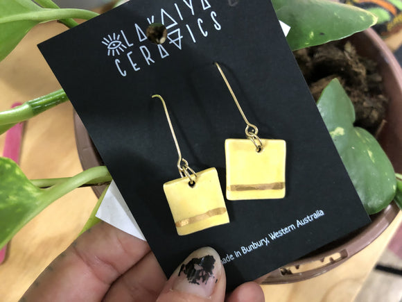 Stoneware earrings square yellow gold strikes