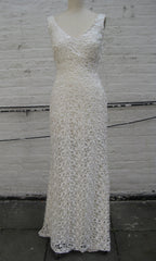 Ivory Guipure Lace V-neck Trumpet Wedding Gown