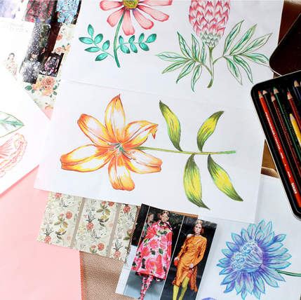 Susanna Nousiainen drawing flowers