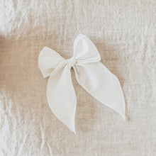 Load image into Gallery viewer, Ivory Linen Bow