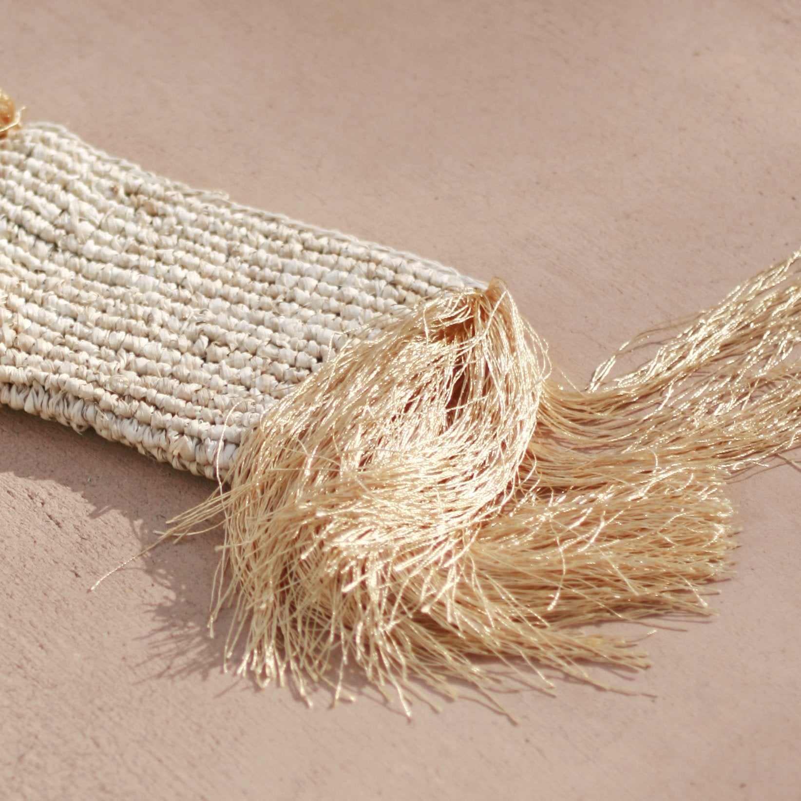 Canggu Fringe Raffia Straw Clutch, in Gold