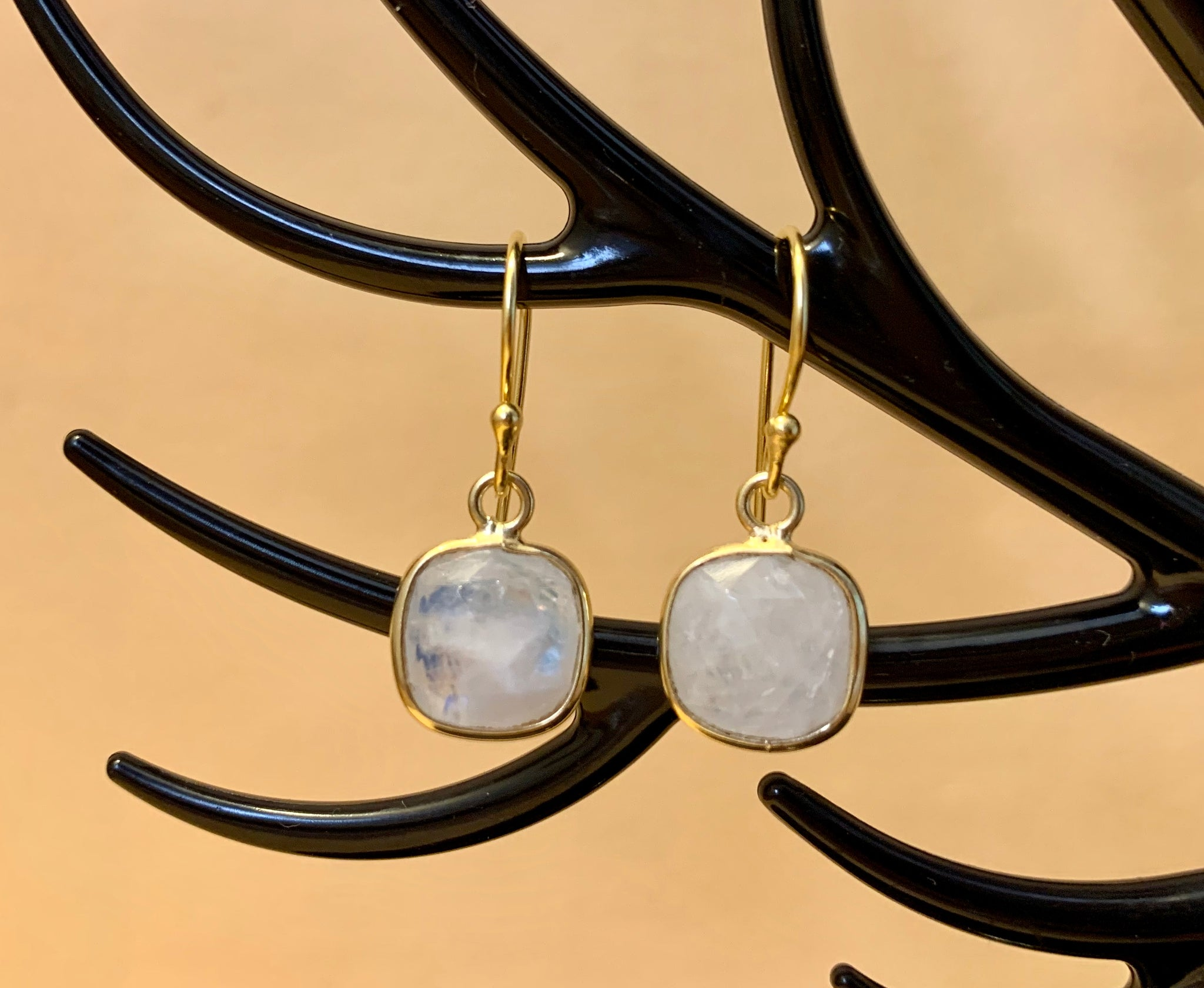 925 Silver Earrings In Cozy Cushion Design With Moonstone Gemstone