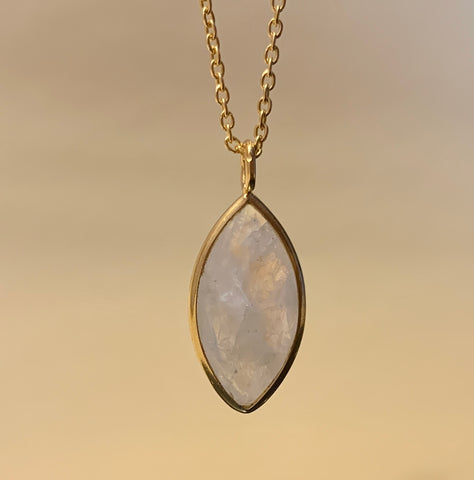 925 Silver Necklace In Candy Design With Rainbow Moonstone Gemstone