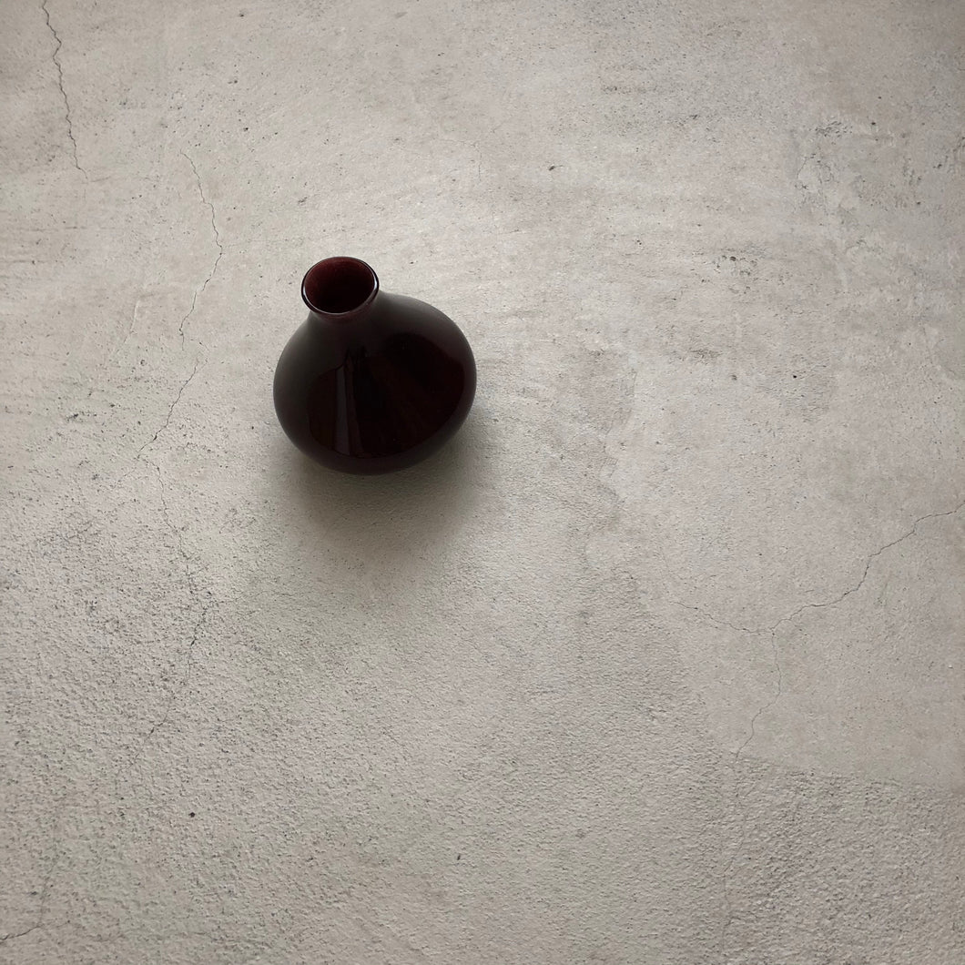 Flower vase / reddish brown