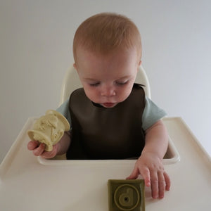 june the label / Silicone Bib / Sage & Mocha / - outlet -