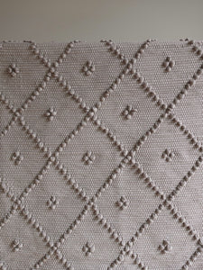 VILLA501 / Cotton rug / Light brown M / 4 dots