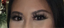 "Load image into Gallery viewer, ""Dramatic"" Mink Eyelashes - Accents Dallas"