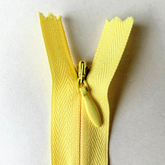 Invisible Closed End Zipper 55cm (22″) - Yellow