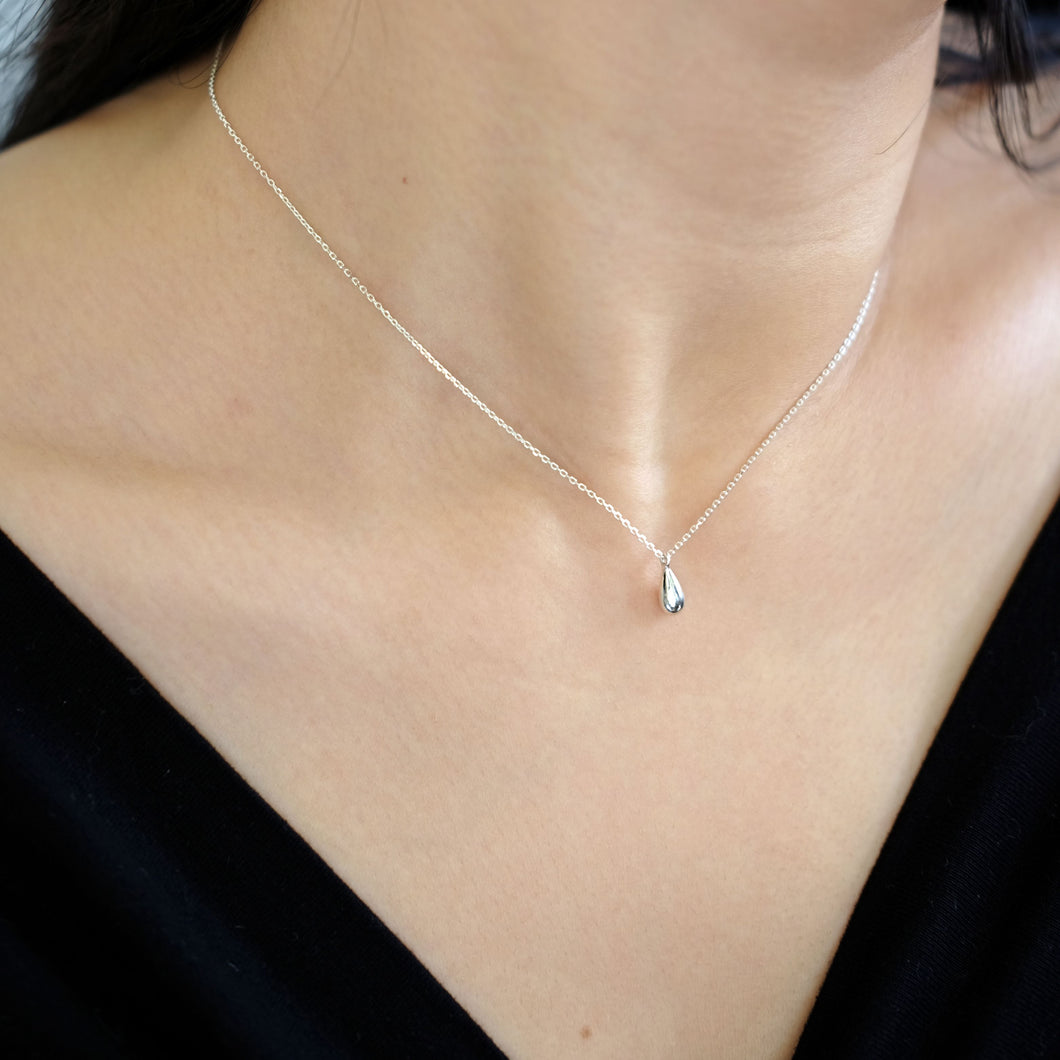 everyday minimal dainty jewelry dalhaejewelry timeless style capsule wardrobe staple minimalist fashion staple fine sterling silver gold vermeil teardrop necklace