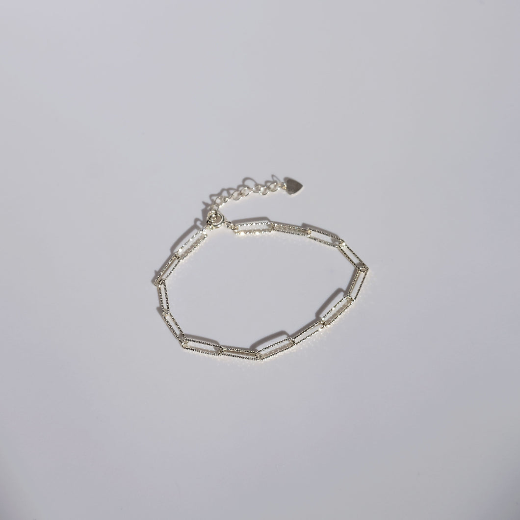 everyday minimal dainty jewelry dalhaejewelry timeless style capsule wardrobe staple minimalist fashion staple luxe link bracelet diamond cut sterling silver