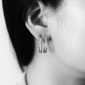 everyday minimal dainty jewelry dalhaejewelry timeless style capsule wardrobe staple minimalist fashion staple link oval hoop earring sterling silver gold vermeil