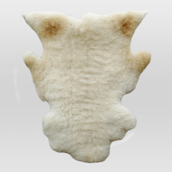 Sheephide Rug - White with Light-brown Spots (Gīcerū)