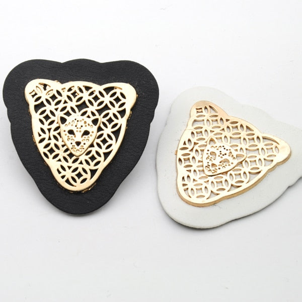 25pcs/lot black/white PU leather label with gold metal alloy logo clothing label for jeans/jacket free shipping PLB-018