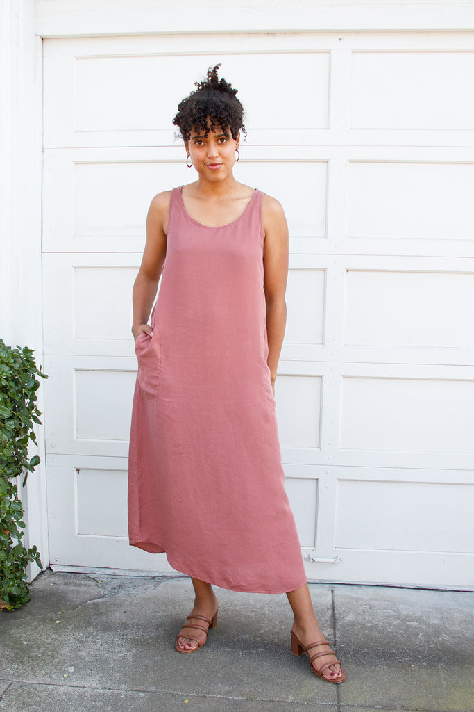model in sleeveless pink dress without tie at waist