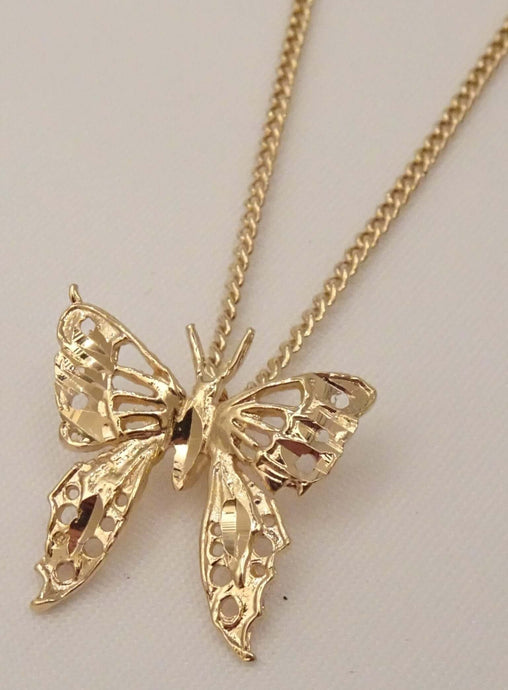butterfly necklace, gold butterfly necklace, butterfly pendant necklace, cute necklaces for girlfriend, cute necklaces for her, cute simple necklaces, gold jewellery necklace