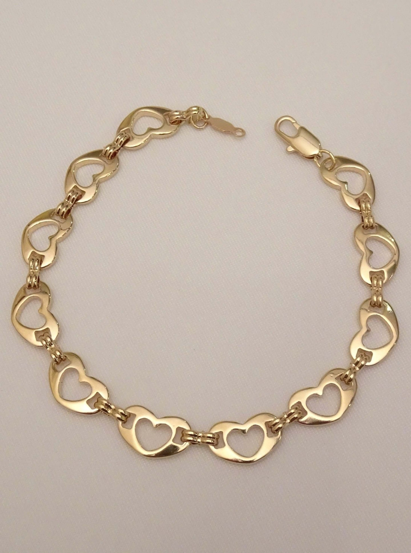 heart bracelet, gold heart bracelet, bracelet for girlfriend, cute bracelets, cute bracelets for girls, cute bracelets for her, cute bracelets for girlfriend, cute best friend bracelets, unique bracelet