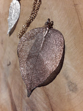 Load image into Gallery viewer, Leaf Necklace Loop Chain Gold