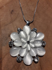 Ice Flower Necklace White
