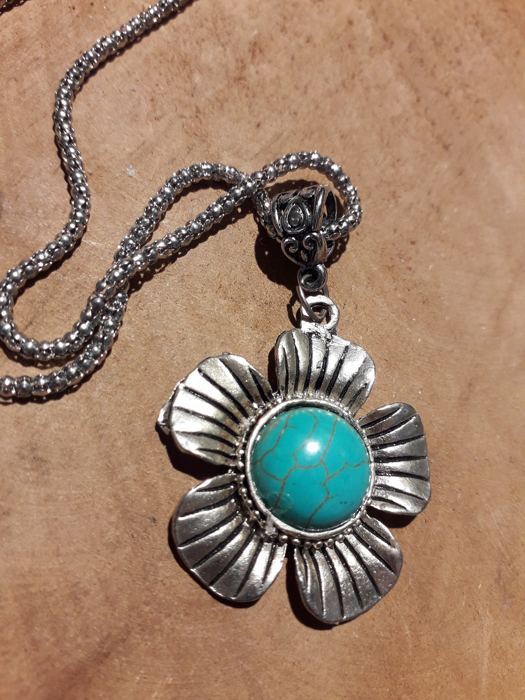 Daisy Stone Necklace Blue