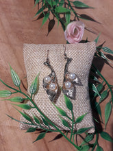 Load image into Gallery viewer, Lily Pearl Earrings