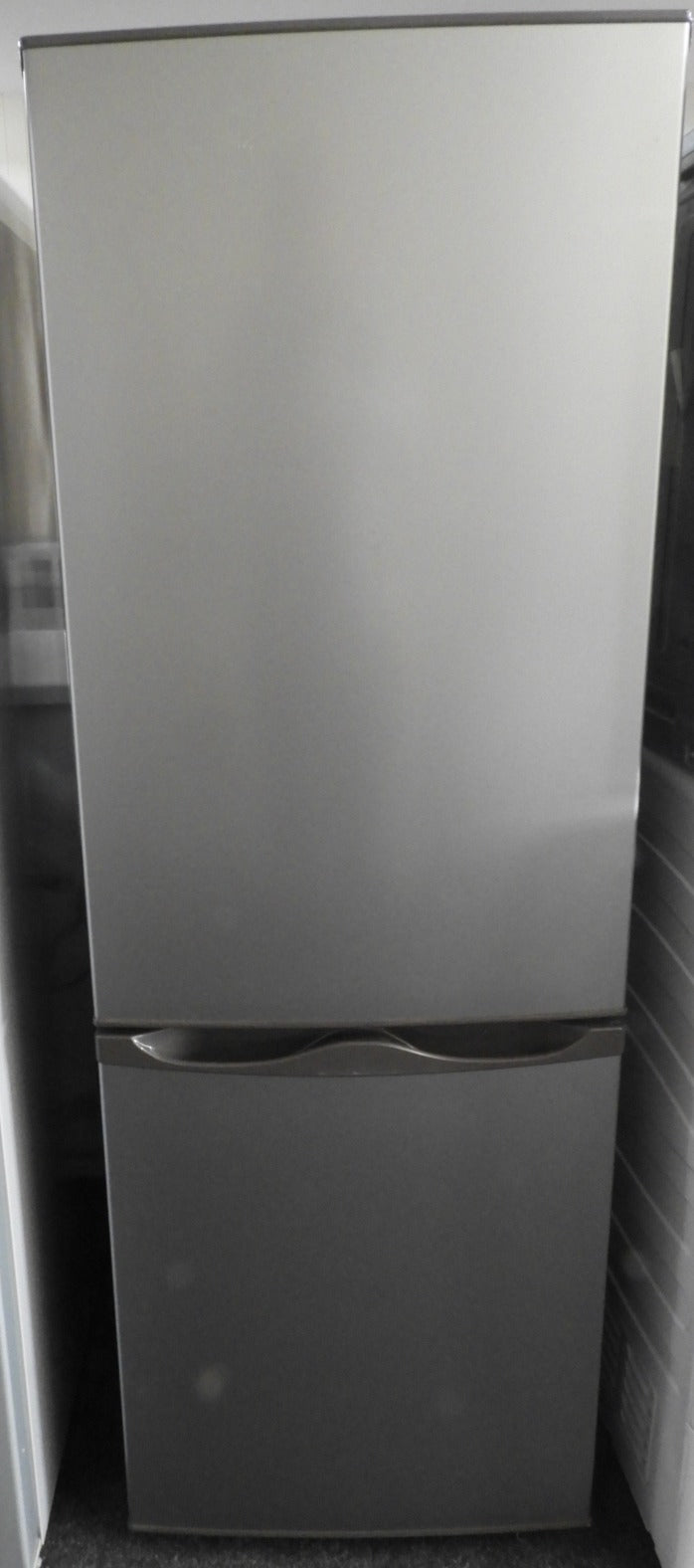 ESSENTIALS C50BS20 60/40 Fridge Freezer A+ 165L Manual Defrost Silver