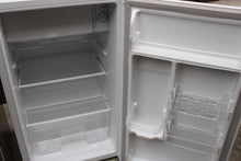 Load image into Gallery viewer, Fridgemaster MUR4892M Fridge Frost free with Ice Box 91L A+ Rated White