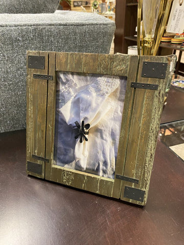 8.75 SQ Faux Barnwood Look w/ Metal Accents Photo Frame