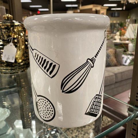 6DIA 5.25H White & Black Utensil Holder w Utensil Motif