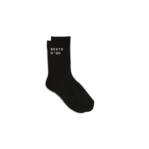 These classic athletic high crew socks are designed with Cool-max technology to help to wick any moisture away.  Extra arch support and tension levels are woven around the mid-calf adjust to keep them in place. Reinforced toe and cushioned footbed support for long-lasting performance or everyday wear.