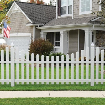 Outdoor Essentials PicketLock Yorktown 4-ft H x 8-ft W White Vinyl Spaced Picket Dog Ear Vinyl Fence Panel