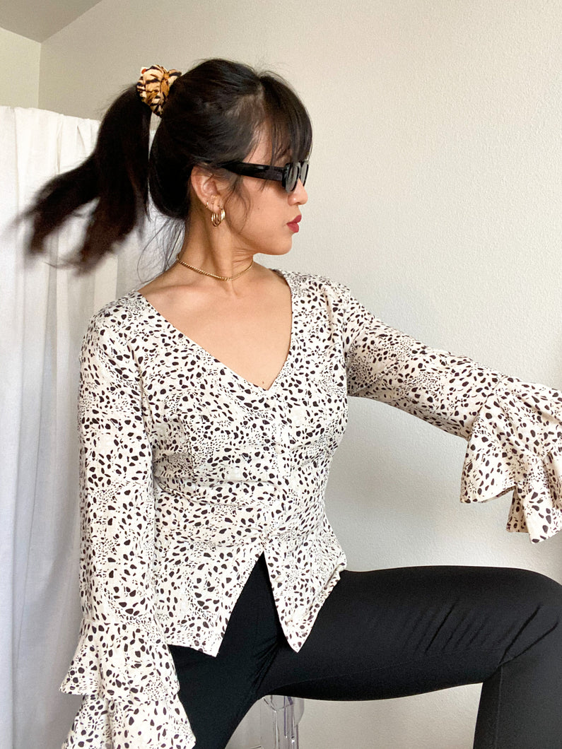 THE RUFFLE SLEEVE TOP ~ PURR