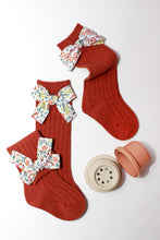 Load image into Gallery viewer, Ribbed Floral Bow Knit Knee High Socks