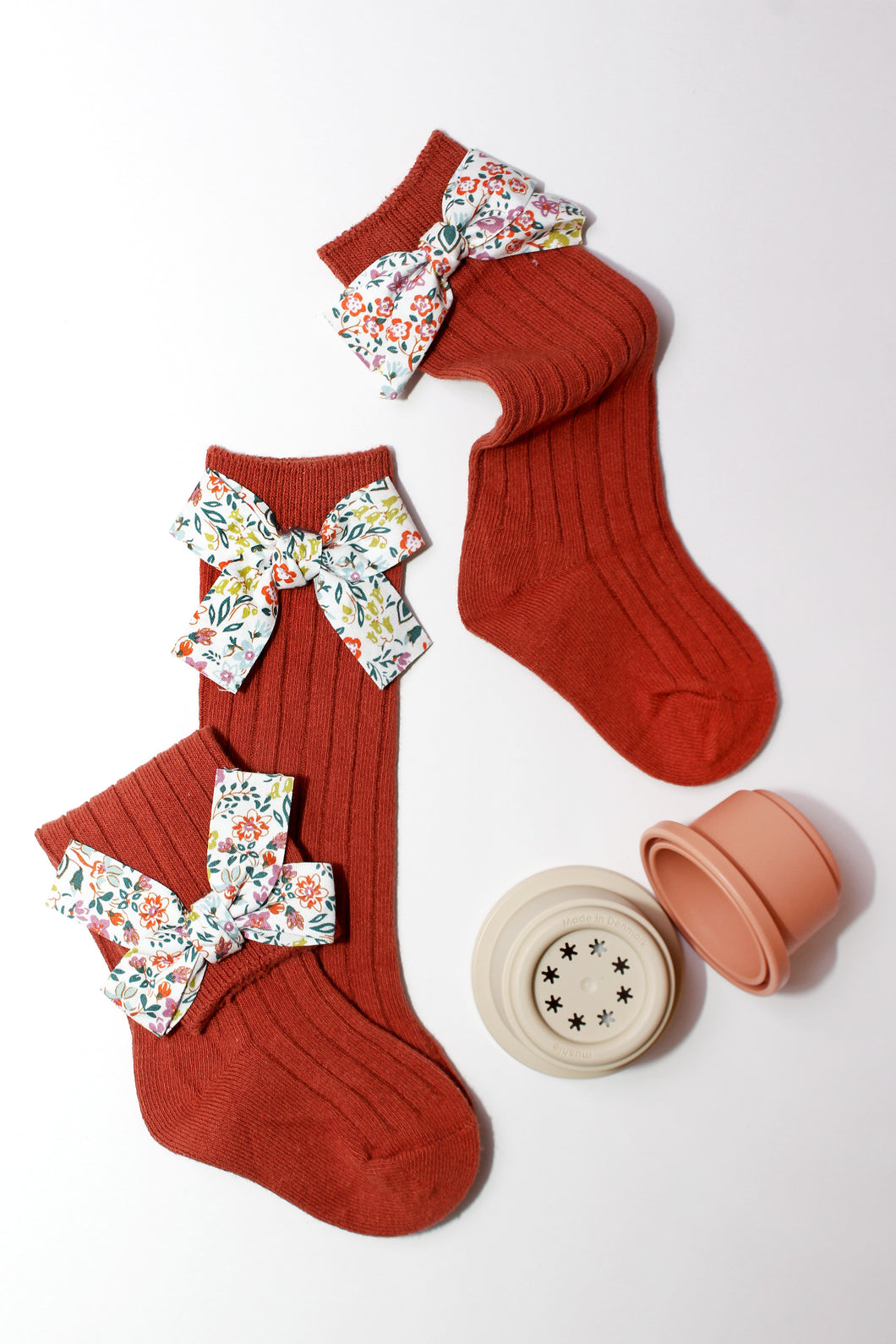 Ribbed Floral Bow Knit Knee High Socks
