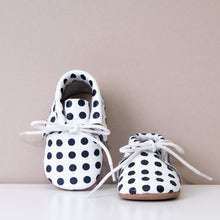 Load image into Gallery viewer, Sonny Polka Dot Spot Fringed Leather Moccasins