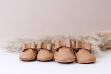 Load image into Gallery viewer, Winnie Tan Bow Moccasins Girls Shoes