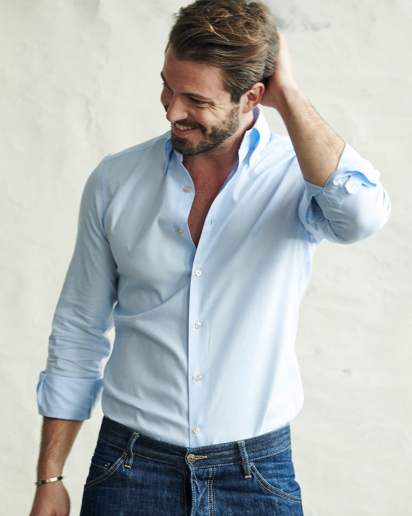 Male model wearing the Gordon Royal Oxford Shirt.