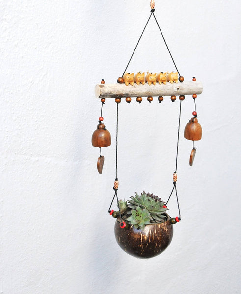 "Fiying pig ,5 little pigs ,hanging plant ,weatherproof ,wood bells ,4.5""coconut shell pot"
