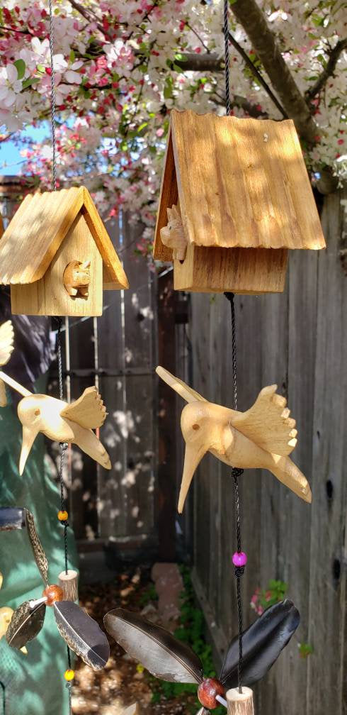 Hummingbirds  pig house .waterpoof feather spinner ,outdoor or indoor,spinning by wind