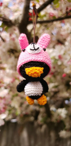 Penguin  ,Finished product ,hand crochet  , high quality  .Strap ornament ,Key chain .Car mirror hanger.
