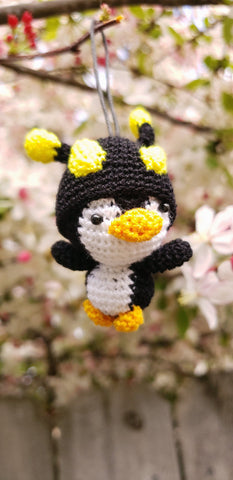 Penguin Bee  hat ,Finished product ,hand crochet  , high quality  .Strap ornament ,Key chain .Car mirror hanger.