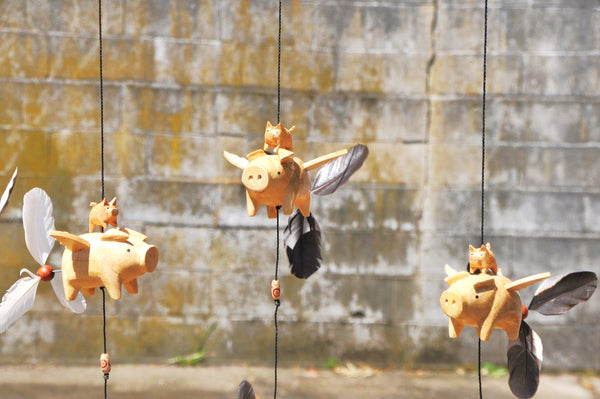 Flying pig outdoor or indoor mobile ,removable feather spinner
