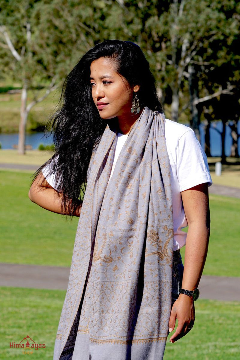 Lavender color pure pashmina shawl from Nepal for women. Pair it up with any attire for the classy look.