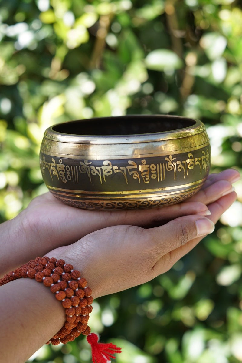 singing bowl with 8 auspicious symbol of luck